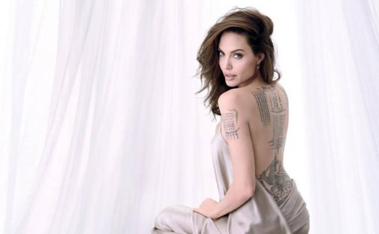 Анджелина Джоли снялась абсолютно голой для глянца