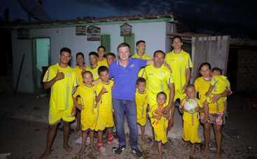 Мир наизнанку: уникальная семья, которая родила целую футбольную команду