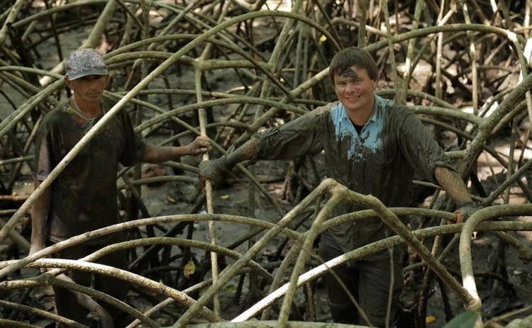Мир наизнанку: Дмитрий Комаров отправится на опасную охоту на остров Буйволов