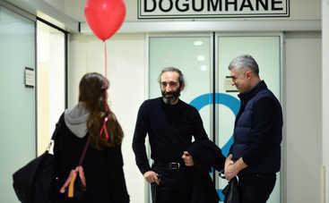 Невеста из Стамбула: смотреть 165 серию онлайн (эфир от 18.10.2019)