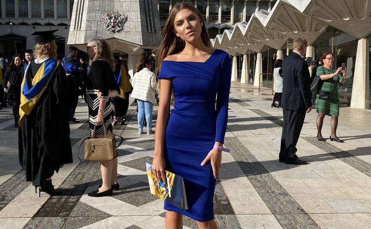 Певица Ассоль в цветах украинского флага стала выпускницей лондонского университета