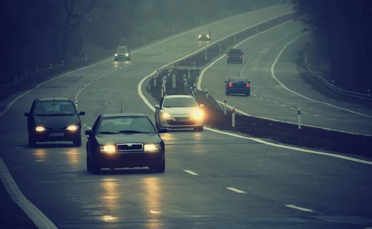 Езда с выключенными фарами вне населенных пунктов: будет ли штраф?