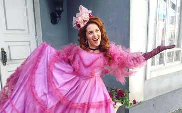 Звезда сериала «Крепостная» Наталка Денисенко показала шикарную фигуру в купальнике