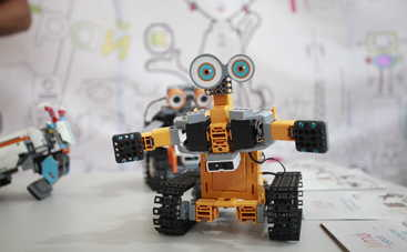 Трехметровые трансформеры, летающие бочки и машина Голдберга: wow-активности на Interpipe TechFest в Днепре