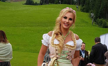 Практически топлес: певица Камалия снялась в откровенной фотосессии