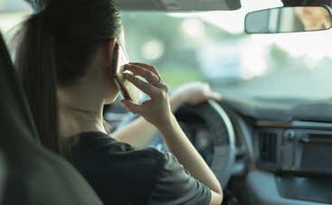 Штраф за разговор по телефону за рулем: сколько придется платить?