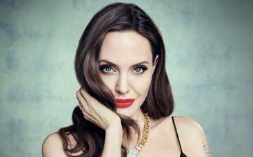 «Это было страшно»: Анджелину Джоли экстренно эвакуировали на Канарских островах
