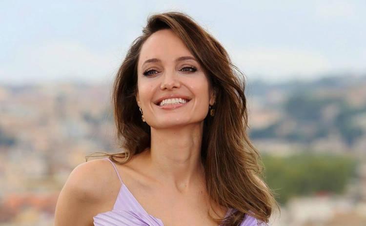 Анджелина Джоли впервые за долгое время снялась полностью обнаженной для глянца
