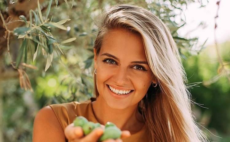Вкусный и сытный завтрак! Запеченный авокадо с яйцом и рыбой от Юлии Панковой (рецепт)