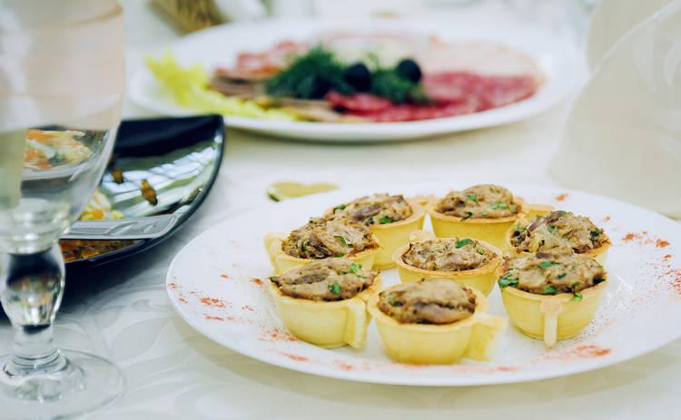 Тарталетки с куриным филе и ананасами (рецепт)