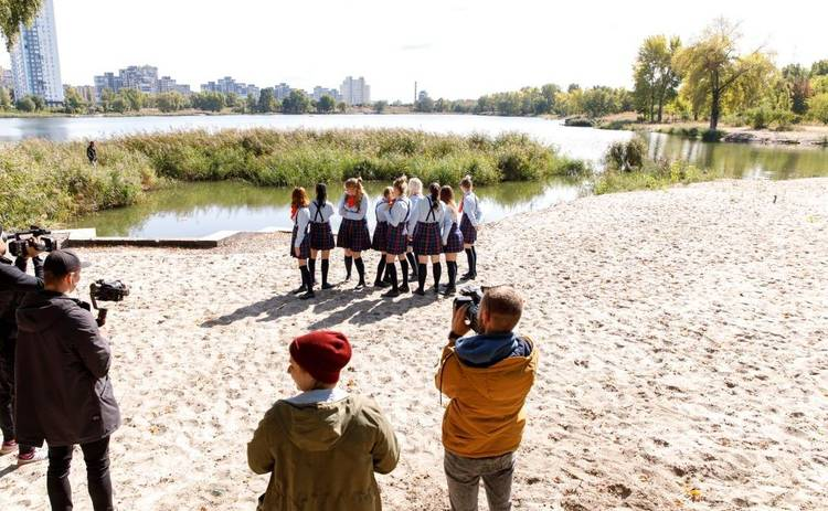 Від пацанки до панянки-4: школу Леди возглавили три блондинки, а одна из участниц – девушка из «Супермодели по-украински»
