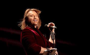 Олег Винник презентовал один из ранних своих треков «Безумная Любовь»