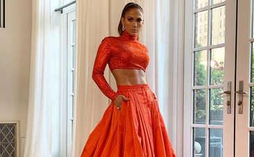 «Ей точно 50?»: Дженнифер Лопес без мейка и в кожаном корсете украсила обложку глянца