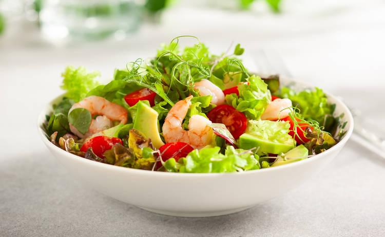 Праздничный салат  с креветками и кунжутом (рецепт)