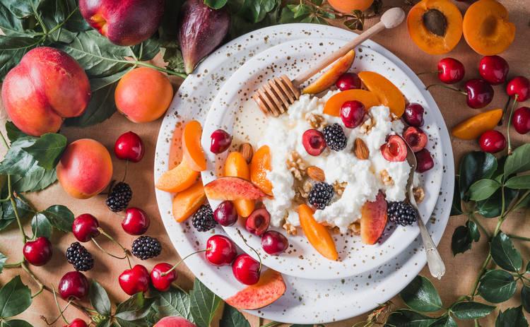 Творожный завтрак с манго и апельсином (рецепт)