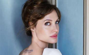 Родная дочь Анджелины Джоли и Брэда Питта официально стала мальчиком