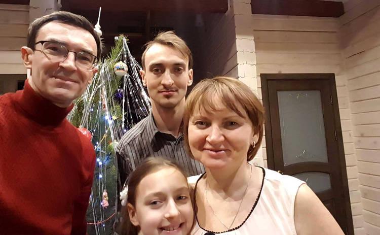 Олег Панюта: Одной ногой в лифте, а другой возле праздничного стола