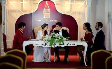 Невеста из Стамбула: смотреть 247 серию онлайн (эфир от 16.12.2019)