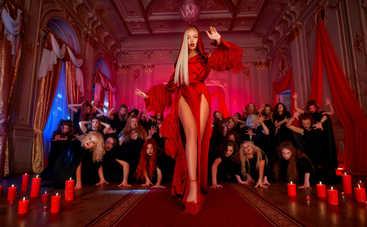 В новом клипе Оли Поляковой на смену Королеве Ночи пришла Ночная жрица: смотреть видео пранк