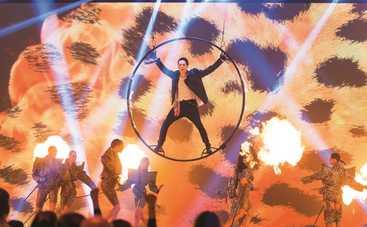 Привіт, 20-ті!: MELOVIN в огне и пирамида из бокалов для DZIDZIO