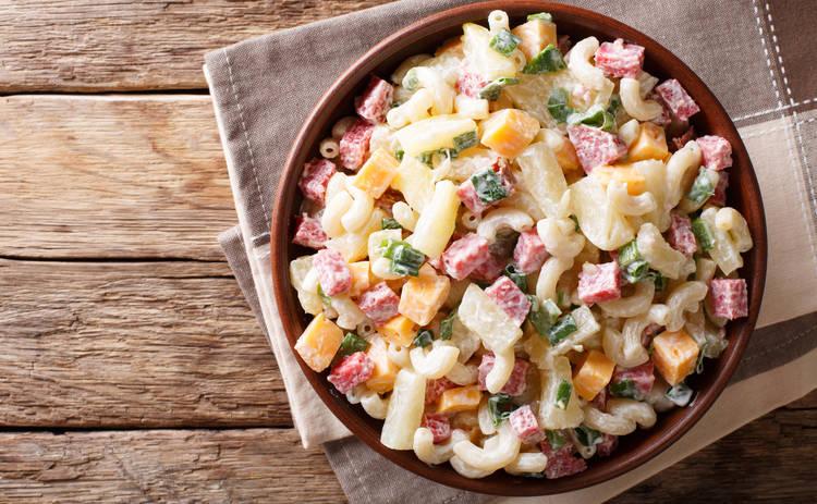 Быстрый в приготовлении салат с курицей и грибами (рецепт)