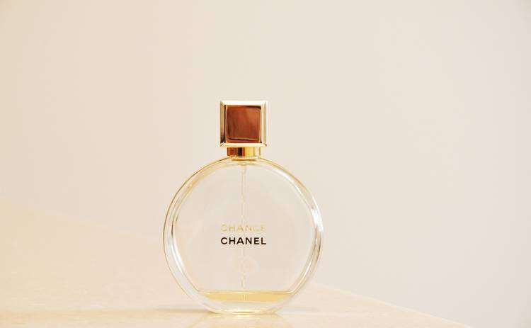 Как нанести парфюм правильно: соблазняем мужчину