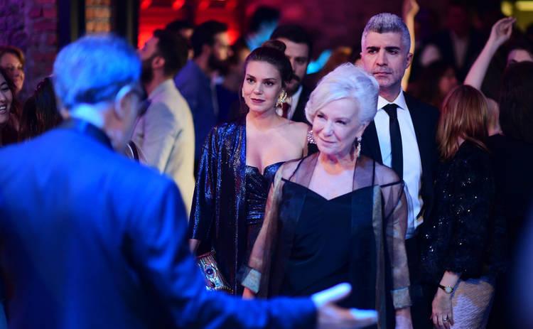 Невеста из Стамбула: смотреть 282 серию онлайн (эфир от 22.01.2020)