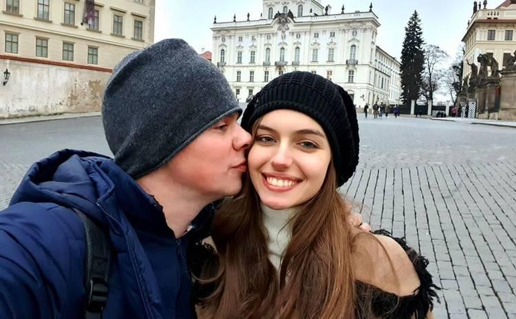 Дмитрий Комаров признался, что добавляет огня в его отношениях с женой: «Такой эксперимент сделали в Сингапуре»