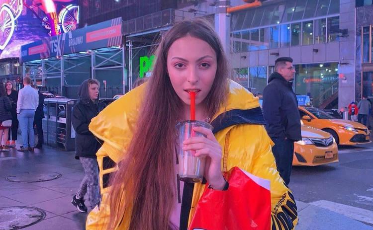 Дочь Оли Поляковой в бикини озадачила Сеть откровенным фото: мнения разделились