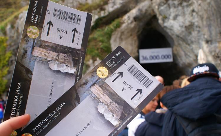 Украинцы смогут покупать билеты на поезд или самолет без паспорта