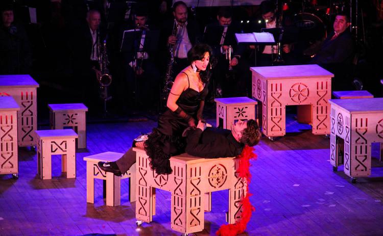 В Киев везут мюзикл-сенсацию: гуцульские шубы, световое шоу, оркестр и 30 артистов