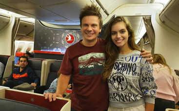 Только в аэропорту узнала: Дмитрий Комаров устроил жене путешествие-сюрприз