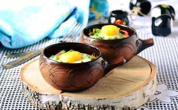 Запеченное яйцо с овощами на завтрак (рецепт)