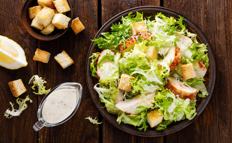Теплый салат с сыром и шампиньонами (рецепт)