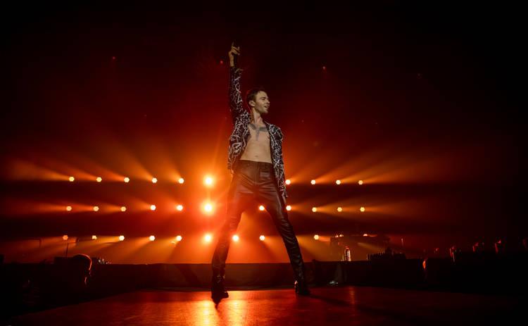 Макс Барских в день старта своего мирового турне презентовал трек «Небо льёт дождем»