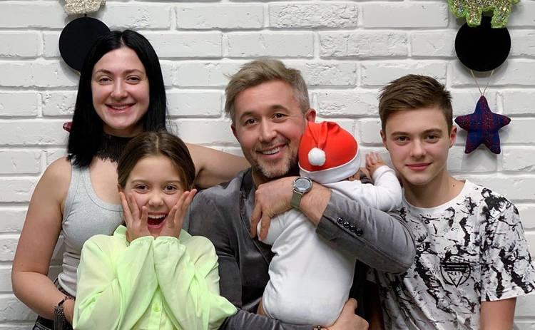 Температура выше 41, тройная доза антибиотиков: Сын Снежаны и Сергея Бабкиных попал в реанимацию