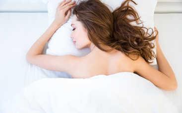 Медики рассказали, почему нельзя спать в нижнем белье