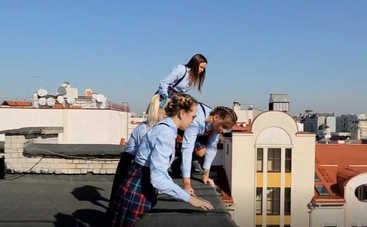 Від пацанки до панянки-4: Парень прыгнул с крыши из-за участниц проекта