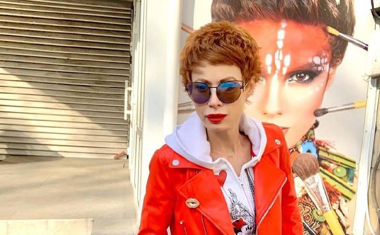 Елену-Кристину Лебедь от сумасшедшего спасли стихи: Схватил меня и затащил в машину