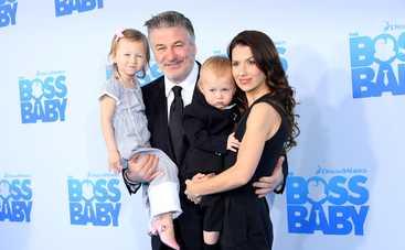 Было 2 выкидыша за год: Жена Алека Болдуина беременна пятым ребенком