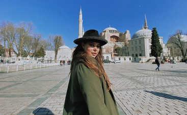 """Сестре не нравятся мои """"хахали"""": Солистка группы KAZKA рассказала про своего парня-иностранца"""