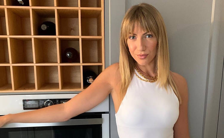 Леся Никитюк похвасталась домашним луком, который сшила сама: мастерица
