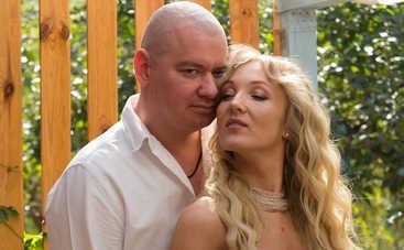 Family look: Супруга и дочь Евгения Кошевого устроили фотосессию в поле