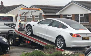 У новой Tesla Model 3 на ходу отвалился руль: кадры