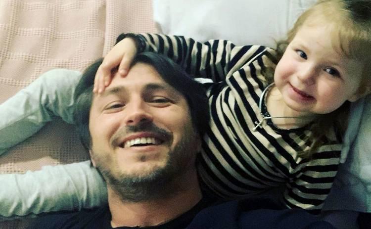 Сергей Притула с семьей уехал из Киева: что случилось