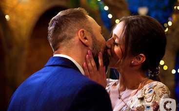 Холостяк-10: победительница шоу Даша Ульянова позировала топлес с кольцом от Макса