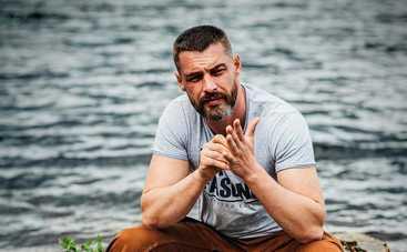 Звезда сериала Ничто не случается дважды Антон Батырев разводится с женой спустя 9 месяцев брака