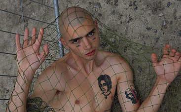 Участник реалити Топ-модель по-украински набил себе 20 новых тату
