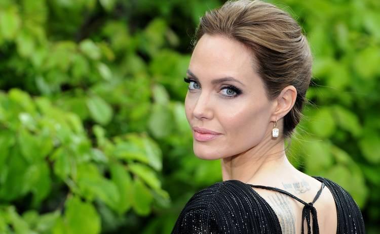 Анджелине Джоли – 45! Красотка Голливуда, скандалистка, разлучница, меценат