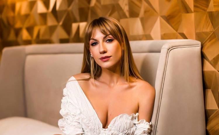 Леся Никитюк в мини-платье свалилась со ступенек: мог быть пикантный кадр